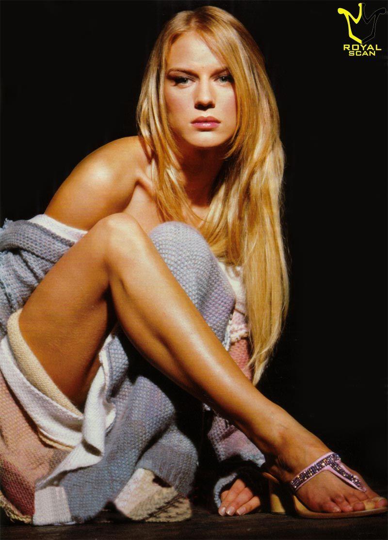 Antonia Liskova »... Cheryl Cole